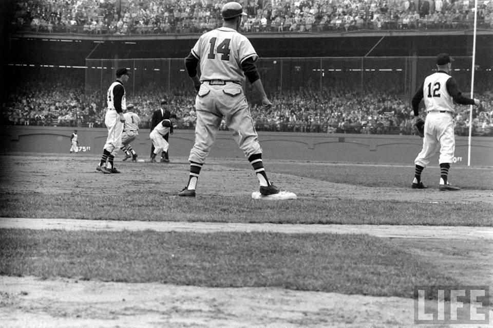Milwaukee Braves vs. Pittsburgh Pirates at Forbes Field Baseball Trivia & Statistics/ Facebook